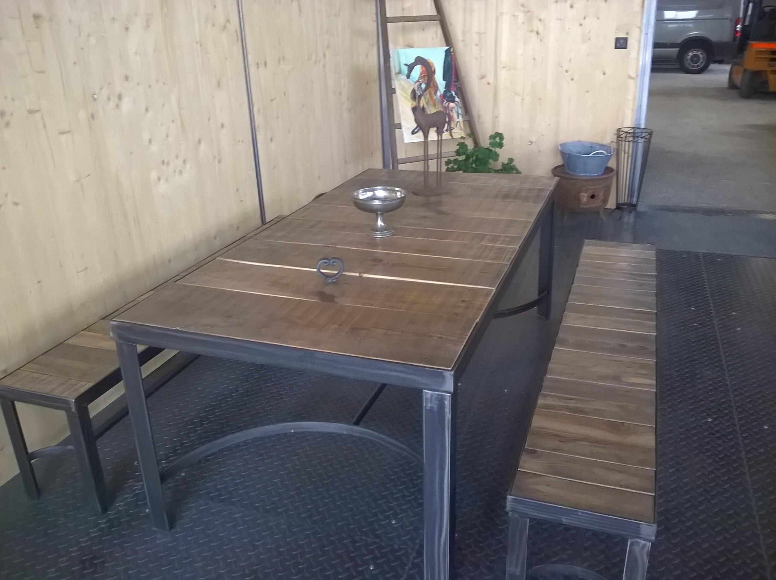 Table rectangulaire avec banc
